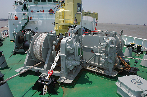 Anchor and mooring winch